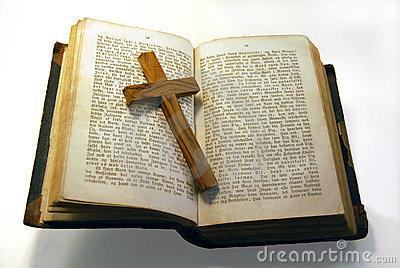 oud-bijbel-en-kruis-thumb4052170