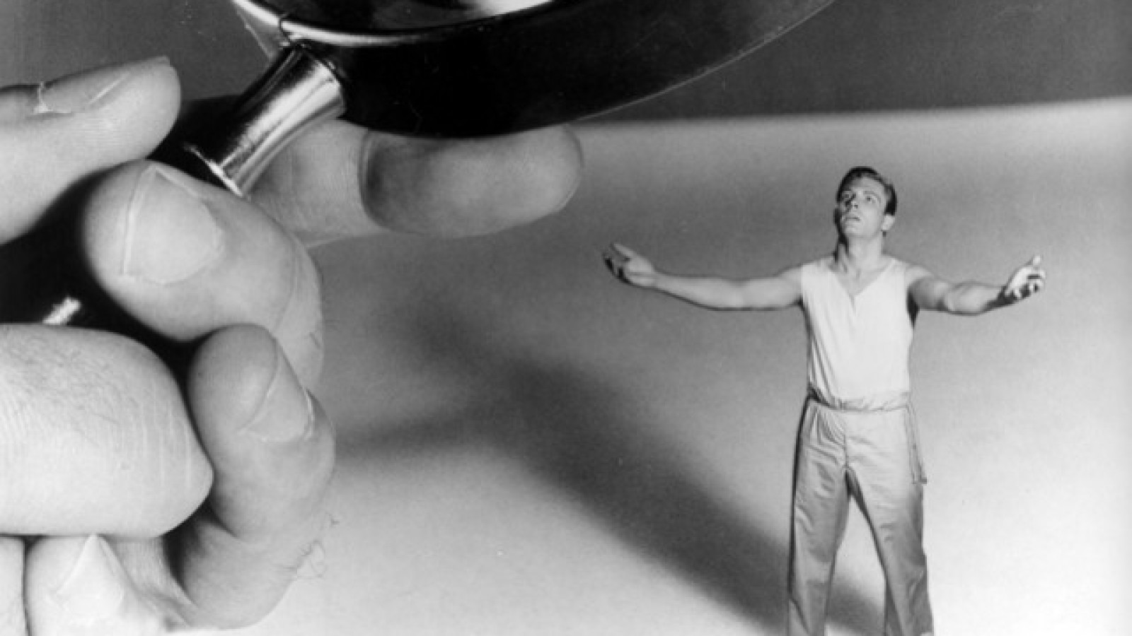 Title: INCREDIBLE SHRINKING MAN, THE ¥ Pers: WILLIAMS, GRANT ¥ Year: 1956 ¥ Dir: ARNOLD, JACK ¥ Ref: INC007BL ¥ Credit: [ UNIVERSAL / THE KOBAL COLLECTION ]